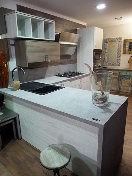 Etno glam cucina moderna componibile su misura for Outlet del mobile torino