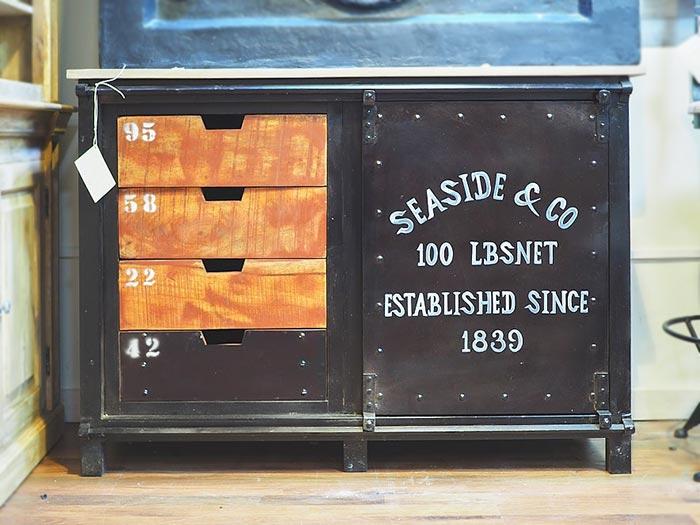 Mobile credenza industriale legno e ferro molto particolare for Credenza industriale