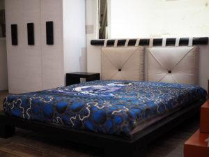 Letto etnico testiera cuscini nuovimondi for Testiera letto cuscini