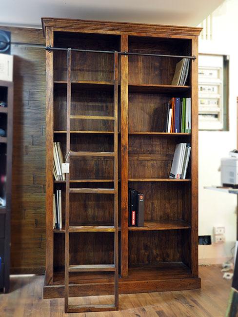 Libreria etnica con scala nuovimondi for Scala libreria