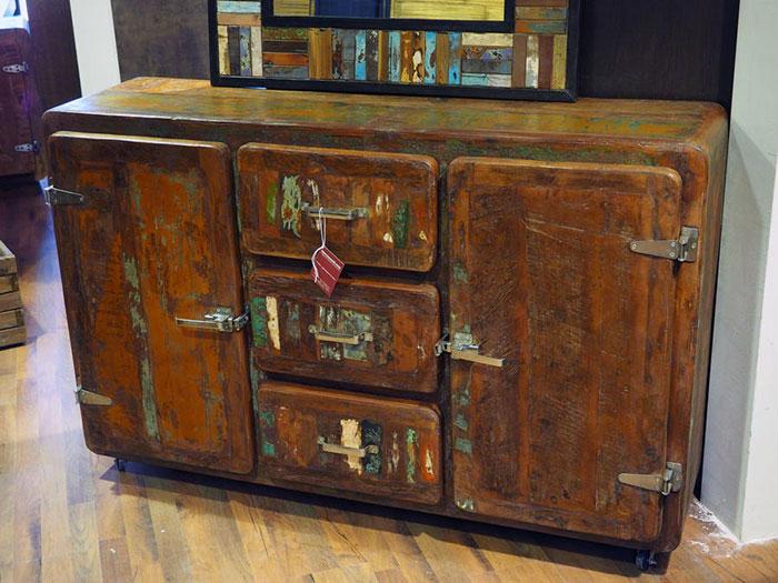 mobile credenza vintage ghiacciaia nuovimondi. Black Bedroom Furniture Sets. Home Design Ideas