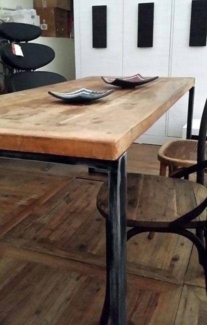 Tavolo legno massello e ferro industrial nuovimondi for Tavolo legno e ferro
