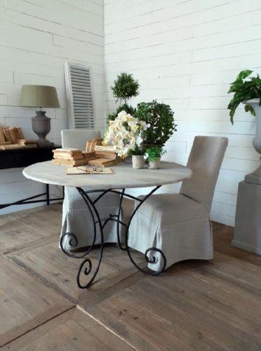 Tavolo rotondo vintage legno e ferro nuovimondi for Tavolo rotondo etnico