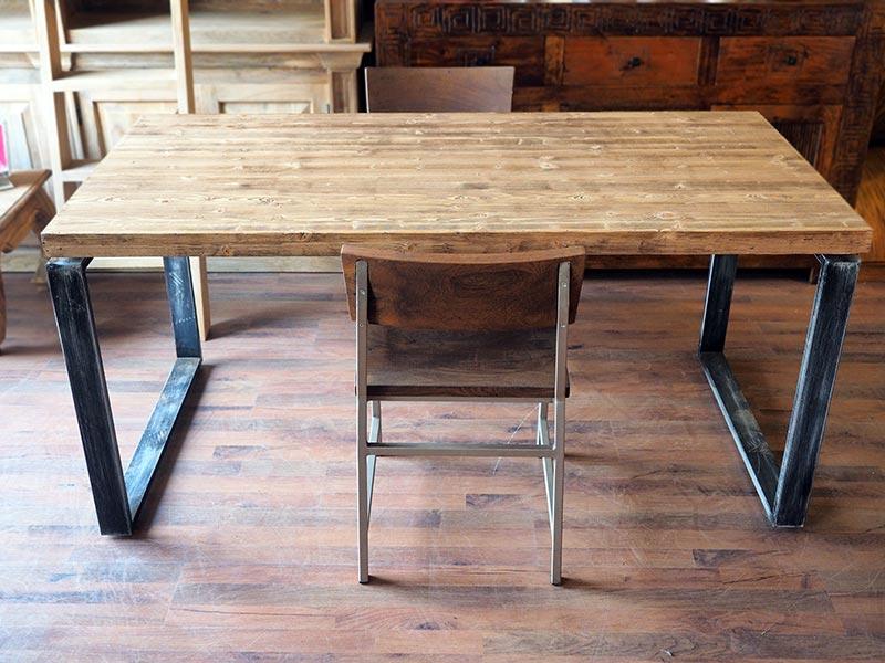Tavolo moderno industrial legno e ferro nuovimondi for Tavolo moderno in legno