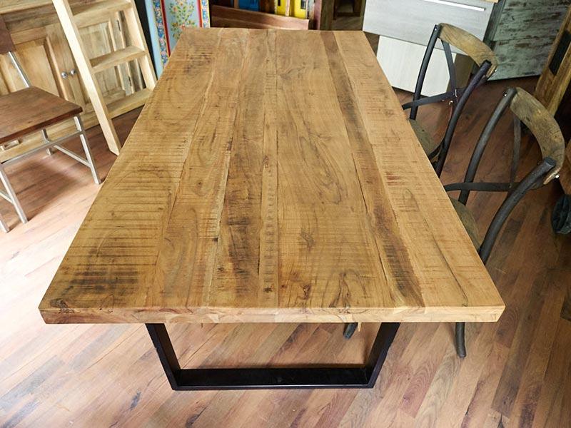 Tavolo moderno industrial legno e ferro nuovimondi for Piano per tavolo legno grezzo