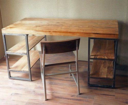 scrivania stile industriale