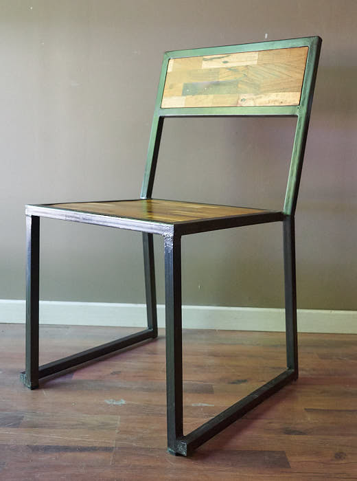 Sedia stile industriale legno e ferro in offerta on line for Offerta sedie legno