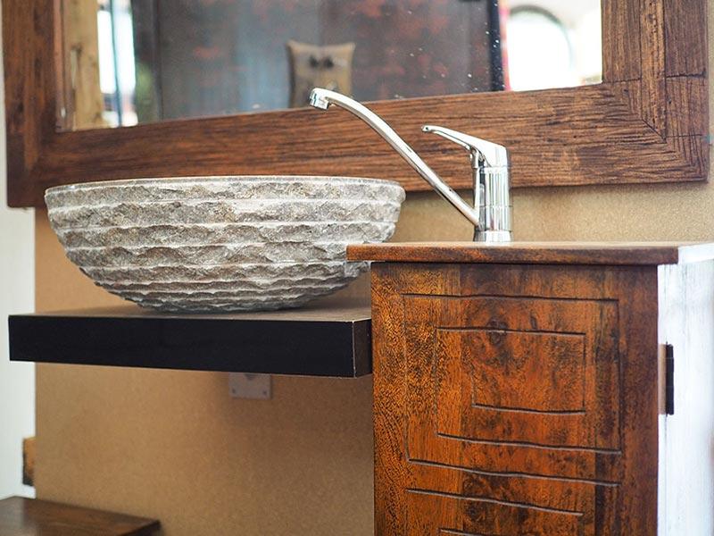 Mobile bagno etnico completo di specchio e lavabo in pietra - Arredo bagno stile etnico ...