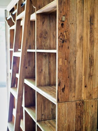 libreria con scala legno di suar