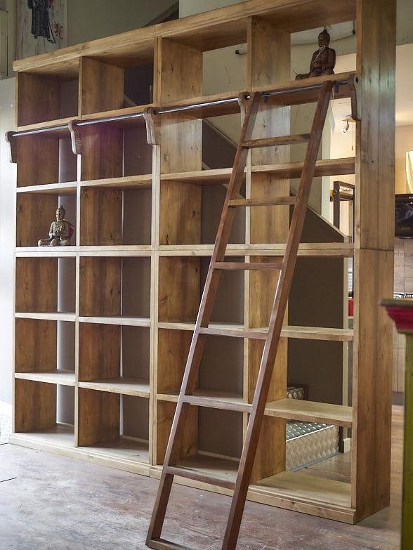 Libreria con scala legno massello India parete stile etnico