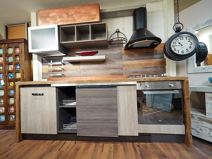 Cucina stile industrial in offerta top in vero legno for Cucina in stile ranch