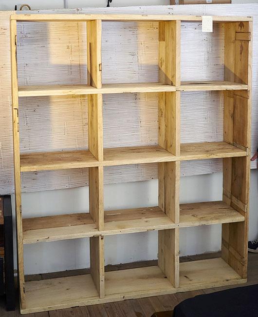 Libreria etnica in legno massello di Suar India prezzo stock