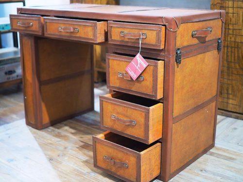 scrivania vintage in pelle