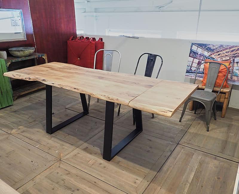 Tavolo allungabile in legno naturale - struttura in ferro