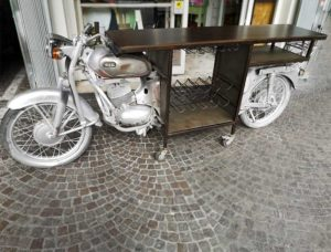 Mobile moto vintage bar