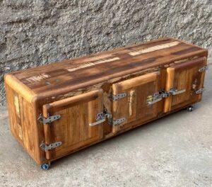 mobiletto porta tv in legno di recupero