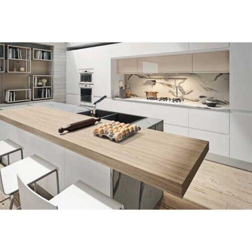 cucina con isola centrale bianca