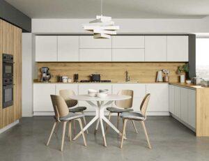 cucina bianca e legno naturale