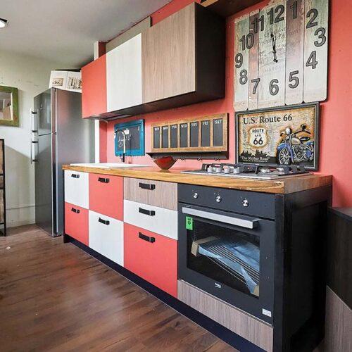 cucina colorata lineare