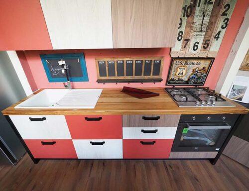 cucina multi colore lineare